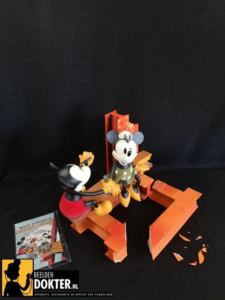 Mickey op de bouwplaats voor reparatie